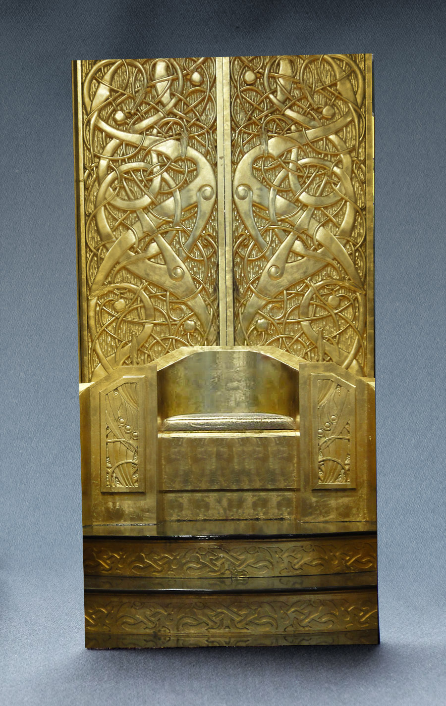Golden Throne 1:6 Scale Striking Backdrop