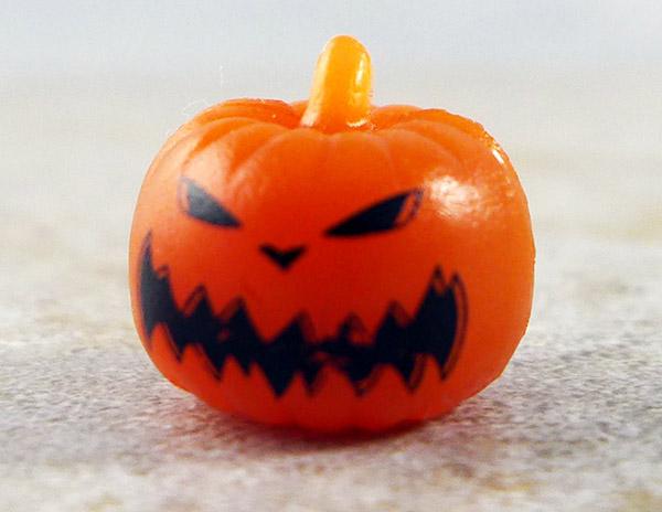 Glow-in-the-Dark Pumpkin King Head (Nightmare Before Christmas Series 3 Blind Bag)