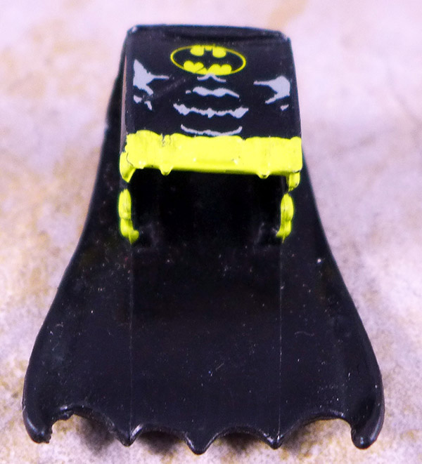 Batcave Bat Suit with Cape (C3 Wave 1)